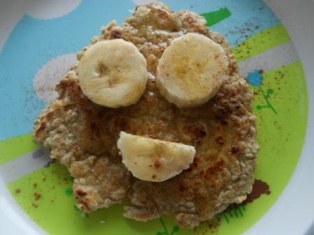 panquecas de aveia com mel, canela e banana